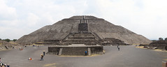 "Teotihuacan: la Pyramide du Soleil <a style=""margin-left:10px; font-size:0.8em;"" href=""http://www.flickr.com/photos/127723101@N04/25335201880/"" target=""_blank"">@flickr</a>"