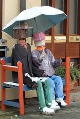 Warten auf den Frhling   /   Waiting for spring (to.wi) Tags: spring paar bank lustig figuren frhling witzig schirm ssen towi stauferkreis