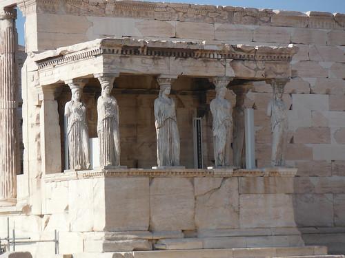 "Cariátides del Erecteión, Atenas <a style=""margin-left:10px; font-size:0.8em;"" href=""http://www.flickr.com/photos/141744890@N04/25722776614/"" target=""_blank"">@flickr</a>"