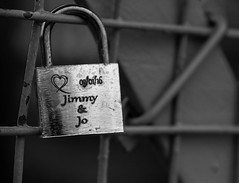 jimmy and jo mono (downhamdave) Tags: park bridge england west love canon river eos heart cheshire jimmy north jo chester queens dee padlock engraved 60d elements13