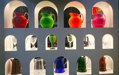 UNA VETRINA BENFATTA. (FRANCO600D) Tags: samsung smartphone vetrina colori fvg vetri esposizione bicchieri udine cristalli brocche note4 franco600d