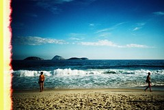 Rio de Janeiro (cranjam) Tags: ocean brazil film beach rio riodejaneiro lomo lca xpro lomography kodak slide unesco worldheritagesite lightleak atlanticocean spiaggia brasile ipanema elitechrome100 oceanoatlantico