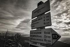 Hochwald / Hvozd (trekkpics) Tags: mountains berg schweiz tiere nationalpark czech outdoor pflanze pflanzen bad eisenbahn bahnhof tschechien bier e3 czechmountains trasa bahn budweiser wald baum wandern brna burg louka deutsche felsen gebirge schsische lausitz dn hensko bergsteigen zittauer hory bhmen oberlausitz waltersdorf lausche oybin elbsandstein prebischtor snnk bhmische europischer schandau lausitzer hochwald esk vcarsko fernwanderweg stezka toltejn pravick evropsk luick hvozd tannenberg jedlov hochwaldbaude colourartaward gabrielensteig lu mezn gabrielina dlkov kammloch