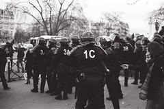 Un mois en France (funkadepic) Tags: white black paris france noir nb travail blanc loi manifestations