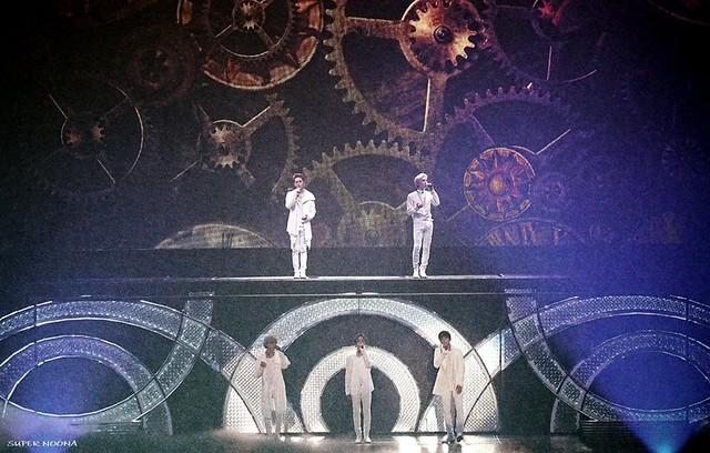 160421 SHINee @ Photobook SHINee World Concert IV 26431740770_fa76013410_z