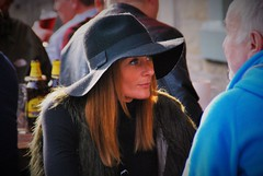 A la demande de Pierre! (dominiquita52) Tags: woman hat mujer femme streetphotography chapeau feutre