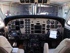 Cockpit, King Air C90B PR-RMA (Antnio A. Huergo de Carvalho) Tags: king air cockpit beechcraft beech kingair c90 c90b prrma