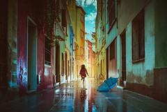 A la vuelta de la esquina (Ibai Acevedo) Tags: sun color sol rain corner lluvia places run esquina solsticio