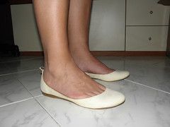New model white flats (luk742003) Tags: foot shoes toe bare flats cleavage soles piedi ballerine heelpop heelpopping