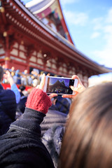 Taking picture of the girl taking picture of people on the temple (Apricot Cafe) Tags: street winter people woman sunlight holiday girl smile japan walking tokyo outdoor traditional happiness jp daytime asakusa joyful japaneseculture setsubun traditionaljapan mamemaki tōkyōto taitōku canonef1635mmf28liiusm beanthrowingceremony setsubune img628703