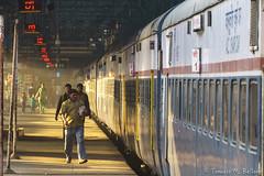 DSC06409 (tomaso.belloni) Tags: city morning india color station train photography asia outdoor mumbai