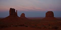 Monument Valley at twilight (++sepp++) Tags: red arizona usa rot rock stone landscape twilight sandstone dusk dmmerung fels monumentvalley landschaft sandstein buttes navajotribalpark