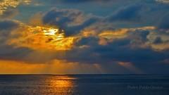 Nubes, sol y mar (Pedro Pablo Orozco) Tags: atardecer mar colombia nubes ocaso pacfico poniente nwn ocano acantilados ocanopacfico