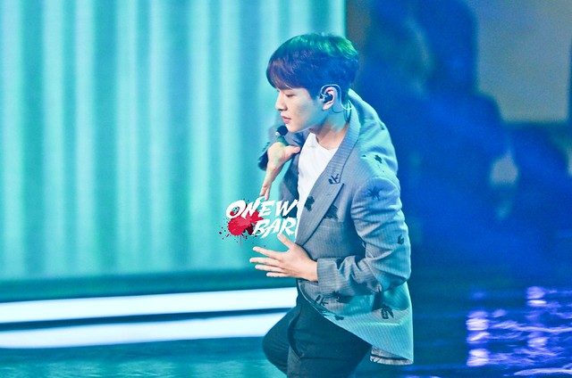 160328 Onew @ '23rd East Billboard Music Awards' 25559123723_2161ed830a_z