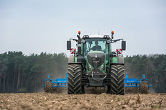 Cultivating with Fendt 939 S4 and Lemken Thorit (Daniel H. M.) Tags: traktor outdoor gps michelin cultivator s4 fahrzeug cultivating niederrhein fendt grubber vario coenen 939 lemken grubbern variogrip agrarfoto thorit