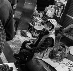 Granny (misterblue66) Tags: bw photo noiretblanc sony korea nb bn granny jeju core a6000 chesu grandmerestreet