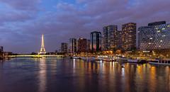 Paris, Tour Eiffel (Didier Ensarguex) Tags: paris canon reflet latoureiffel toureiffel pont 2470 pontdegrenelle heurebleue quartierbeaugrenelle 5dsr didierensarguex