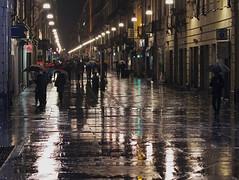notte bianca sotto la pioggia (ludi_ste) Tags: people rain umbrella torino lights pavement persone luci turin pioggia ombrelli selciato