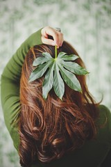 Green. (www.juliadavilalampe.com) Tags: light woman brown green nature girl hair leaf mujer waves natural latina ondas cabello
