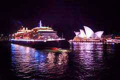 Queen Victoria & Sydney Opera House (Stuart Beards) Tags: city bridge skyline night harbour sydney circularquay operahouse cunard queenvictoria sydneyharbour sydneyoperahouse sydneyharbourbridge manlyferry sydneybridge sydneyopera sydneyferries sydneynight sydneyarchitecture sydneywaterfront msqueenvictoria sydneywharf cunardsydney sydneycityskylineatnight