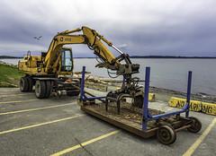Log chucker (Tony Tomlin) Tags: railroad heavyequipment bnsf whiterockbc whiterockbeach