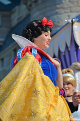 Dream Along With Mickey (disneylori) Tags: princess disney disneyworld characters wdw waltdisneyworld snowwhite magickingdom disneyprincess snowwhiteandthesevendwarfs disneycharacters dreamalongwithmickey facecharacters snowwhitecharacters