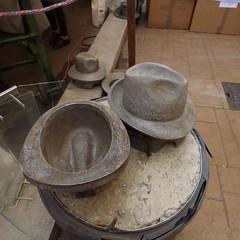 nigme (Claudie K) Tags: forme paille fabricationchapeaux