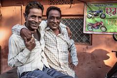 Zoltan Papdi 2015-1433 (Papdi Zoltan Silvester) Tags: portrait horizontal magazine duo amis couleur rajasthan amiti inde rencontre relation
