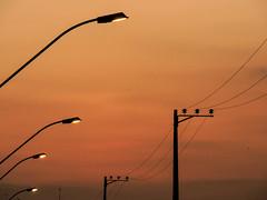 Entardecer em Bom Despacho (Johnny Photofucker) Tags: sunset minasgerais poste nikon tramonto pole prdosol palo lightroom entardecer bomdespacho p530