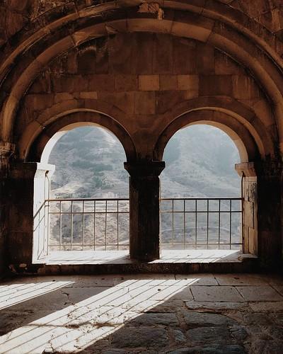 За пригоршню света | For a handful of light  #Georgia #vardzia #light #arc #twin #caves #ancient #vsco #vscocam #vscogrid