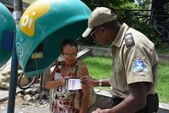 Guarda Municipal e PM instruiram população a usar o Disque-Denuncia - fotos Sandro Giron (2) (itaborairj) Tags: policia guarda 16022016 disquedenuncia