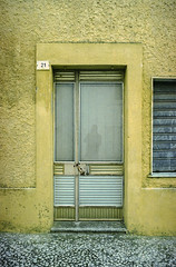 the doors #236 (.CLOSER.) Tags: city urban photography nikon doors 28mm elements porta af nikkor astratto arco f4 architettura closer testo analogic trama allaperto