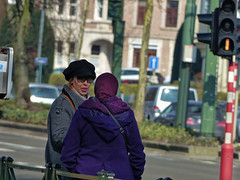 Dialogue (p.franche) Tags: brussels woman europe belgium belgique femme snapshot bruxelles panasonic dxo brussel hdr schaarbeek schaerbeek streetshot belge flickrelite fz200 pascalfranche pfranche