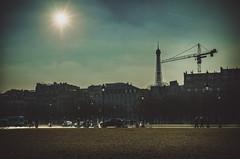 Rien d'autre qu'une grue / Nothing else but a crane (jpardelle) Tags: urban sun paris weather soleil tour bleu ciel invalides beau grue voitures urbain effeil parisiens