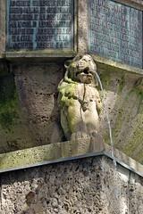 Garmisch - Marienplatz (11) - Kriegerdenkmal (Pixelteufel) Tags: monument statue bayern bavaria kunst urlaub skulptur alpen ferien freizeit mahnmal figur tourismus garmischpartenkirchen denkmal gestalt plastik gedenksttte erholung ruhe wasserspeier wasserspiel ehrenmal bildhauerei steinplastik steinskulptur
