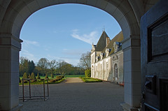 Azay-le-Ferron (Indre) (sybarite48) Tags: door france castle puerta indre castelo porta porte castello chteau kale  tr castillo burg deur kasteel zamek drzwi       kap azayleferron
