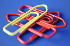 Paperclips - One of theses things (lorenzhome) Tags: blue red yellow paperclips tabletop oneofthesethings macromondays