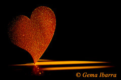 Full golden heart por Gema Ibarra (GemaIbarra1) Tags: abstract art sign glitter gold shiny bright symbol banner decoration nopeople flirting glowing copyspace greeting isolated textured heartshape selectivefocus valentinecard vibrantcolor brightlylit goldcolored isolatedonblack valentinesdayholiday partysocialevent