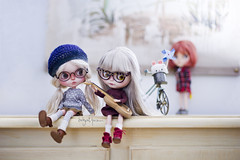 """""""Don't listen to Katt Bonnie, she is not the best at playing the guitar at home, you are ^^"""" (_babycatface_) Tags: cute toy doll cutiepie blythe custom takara blythedoll dollphotography customblythe customdoll toyphotography blythecustom takaradoll babycatfacedollies babycatface"""