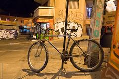 Valparaíso (Alvaro Lovazzano) Tags: chile valparaiso bicicleta subidamontt nocturna cili cile 700d t5i canon noche notte night anochecer calle strada street rayado grafiti graffiti
