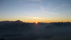 Sonnenuntergang - Sunset mit Niesen und Stockhorn und unten dem Thunersee in den Berner Alpen - Alps im Berner Oberland im Kanton Bern der Schweiz (chrchr_75) Tags: hurni070201 christoph hurni schweiz suisse switzerland svizzera suissa swiss chrchr chrchr75 chrigu chriguhurni chriguhurnibluemailch februar 2007 kantonbern berner oberland berneroberland sonnenuntergang sunset coucher du soleil zonsondergang tramonto 夕日 kanton bern thunersee alpensee see lake lac sø järvi lago 湖 albumthunersee stockhorn berg mountain montagne alpen alps voralpen niesen niesenkette albumniesen albumstockhorn