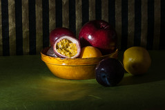 fruits (rooibusch) Tags: berlin apple licht stillleben plum bowl apfel vhs passionfruit schale zitrone pflaume passionsfrucht maracuia
