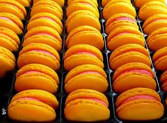 P1160435 - Macarons (Le To) Tags: food lumix nourriture rond macarons symtrie minimalisme gomtrique