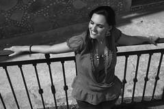 Bea (vickyveev) Tags: mujer exterior retrato baranda