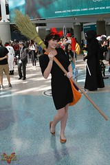 Wondercon 2016 - Cosplay (V Threepio) Tags: photography la losangeles costume outfit cosplay witch conventioncenter unretouched broom comicconvention unedited wondercon 28135mmlens canon7d wondercon2016