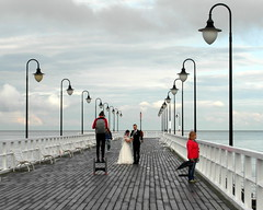 orlowo wedding photo (kexi) Tags: wedding people water june clouds bay pier photo couple pair perspective samsung poland polska baltic polen boardwalk youngcouple molo polonia lampposts pologne gdynia 2015 instantfave orlowo wb690
