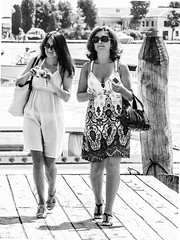 ... vintage style!!! ( ... in Venezia docks!!! ) (Fede Falces ( ...... )) Tags: girls friends blackandwhite bw white beauty fashion contrast vintage mono high couple italia oldstyle fuji candid style fujifilm streetphoto highkey venezia finepixs200exr