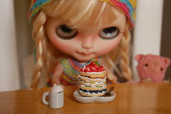 DSC_0032 (Lindy Dolldreams) Tags: girl pancakes breakfast doll blythedoll cococho