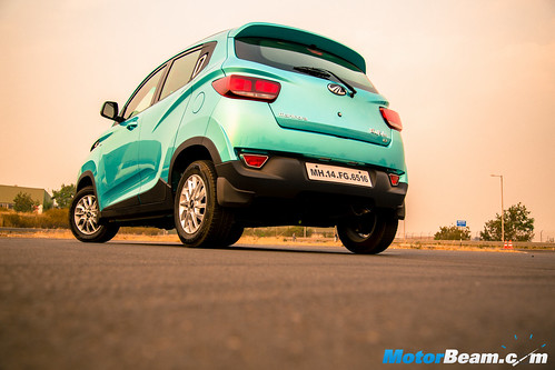 2016-Mahindra-KUV100-15