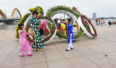 Out with Mum (Roving I) Tags: flowers sisters children brothers siblings mothers vietnam displays tet lunarnewyear danang traditionaldress aodai dragonbridge